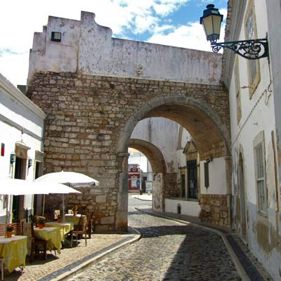 The cobbled back streets in Faro