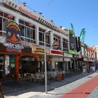 Praia da Rocha themed bars